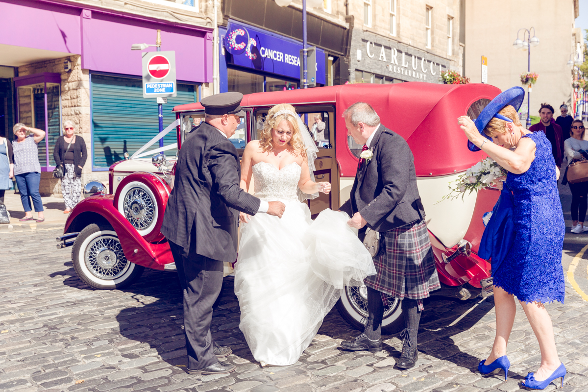 Dunfirmline-wedding-photos-Garvock-city-chambers-17.jpg