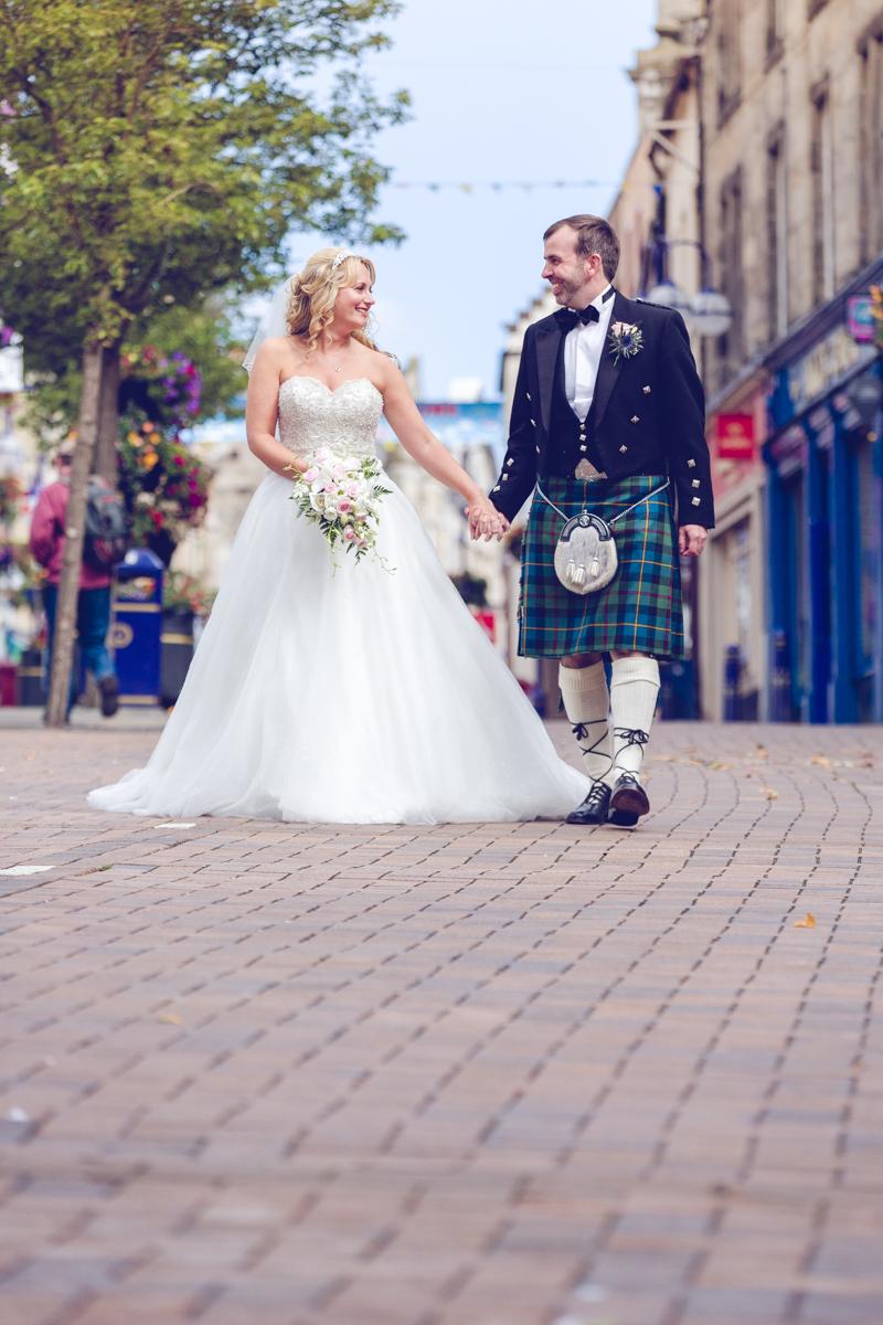 Dunfirmline-wedding-photos-Garvock-city-chambers-26.jpg