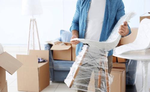 24小时为你提供免费咨询,估价。提供家庭搬家,写字楼搬迁,公司搬迁,货物运输,拆装家具,专业钢琴搬运等优质服务。