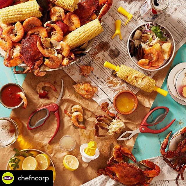 End of summer #crab feast anyone? Thanks @adriandelsiphoto for a fun shoot!  Posted @withrepost • @chefncorp Don't get crabby that fall is coming. Celebrate the last days of summer with a good old fashioned sea food boil! Get crackin'! 🦀🦞🦐🍋🌽