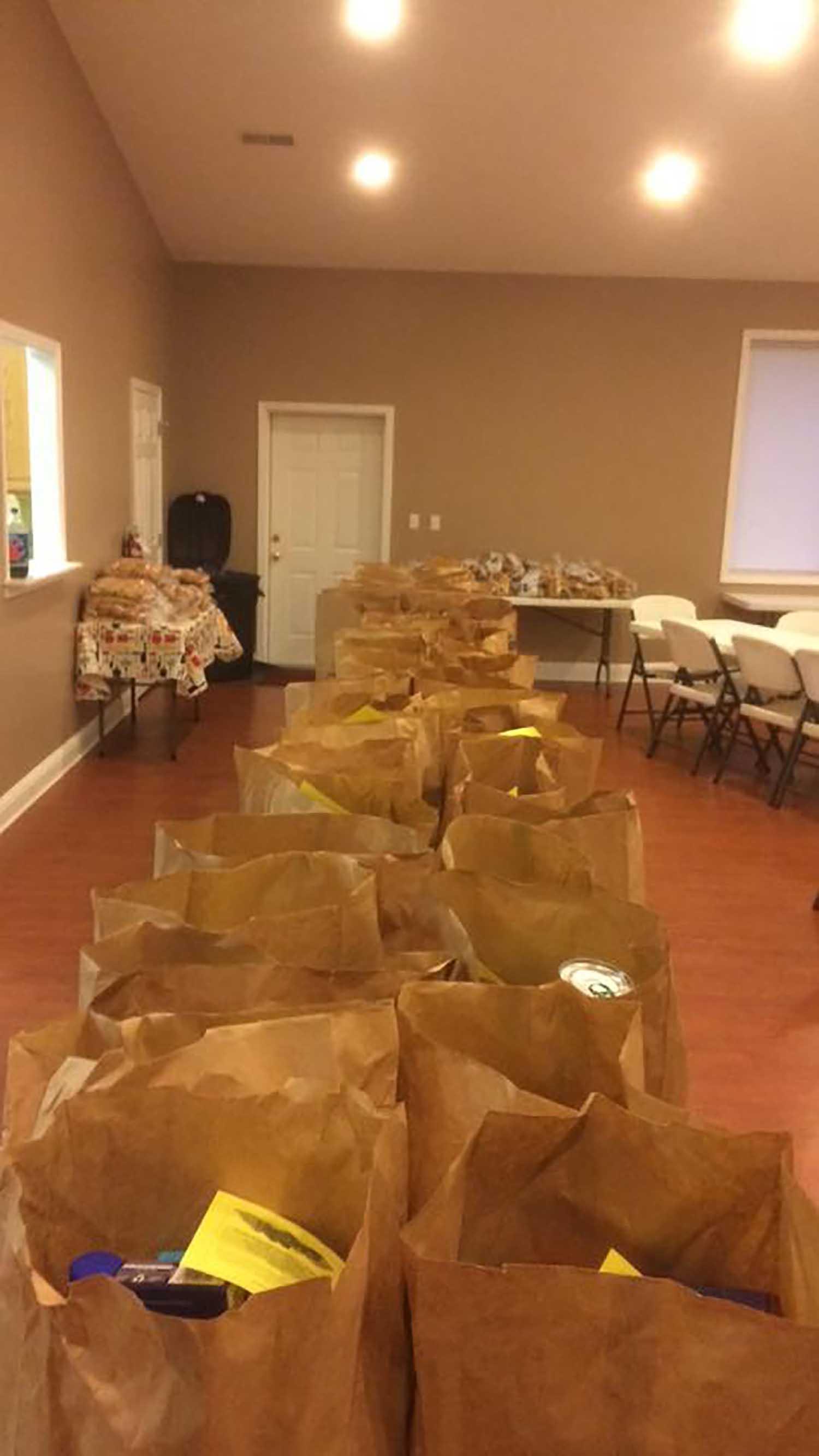 Thanksgiving Food Distribution - Nov 2016