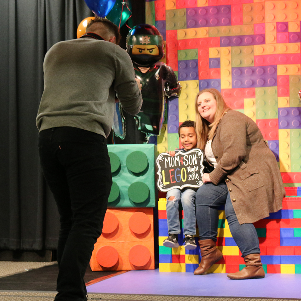 Lego Night Moms and Sons 2018