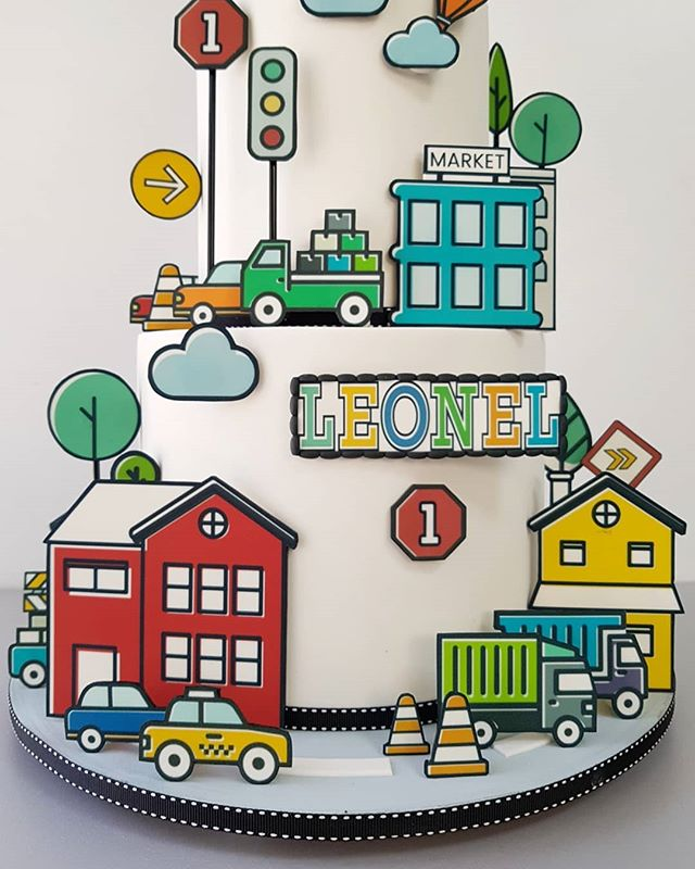 ¡Amo crear mundos comestibles! 😍 Esta bella ciudad fue basada en las increíbles invitaciones que diseñaron para la primera fiesta de Leonel 🎉✨ - Son impresiones comestibles en fondant; técnica laboriosa, mas ¡definitivamente vale la pena! 💃🏻 - ¡Felicidadeeees, Leonel! 💙 - ☝️⬅ Diseño completo y detalles de la ciudad🌇 . . #pastel #cumpleaños #fondant #pastelfondant #pastelciudad #impresionescomestibles #citycake #fondantcake #edibleimages #cakedesign #cakeporm #cakeart #sugarart #edibleart #colorful #mty #spgg #hacemosarte #galateareposteria