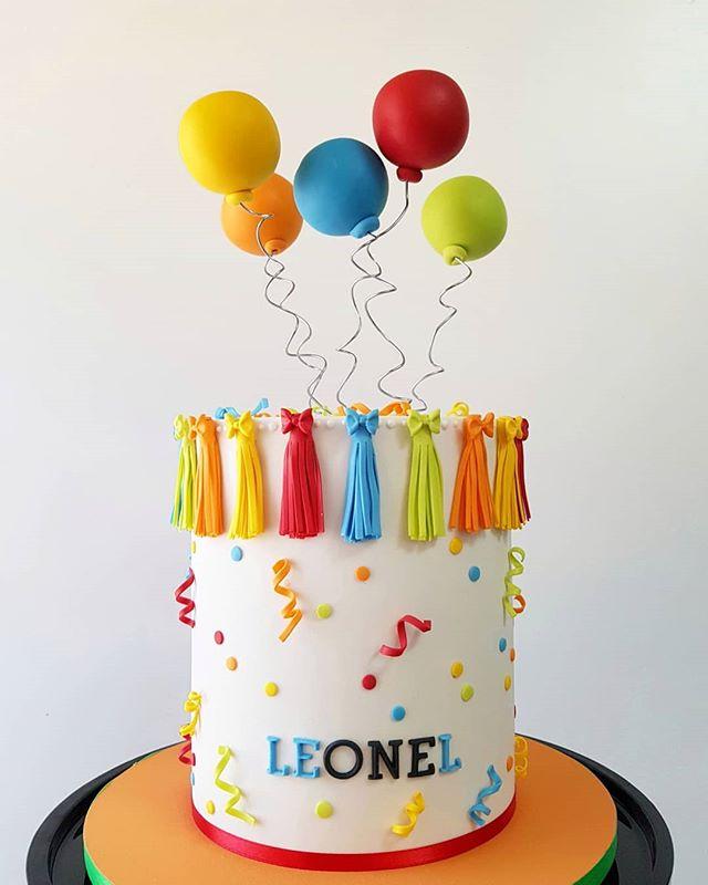 ✨ Leonel turned ONE!  Y lo celebramos con este colorido y divertido pastel 🤗🎈🎉 . . #pastel #cumpleaños #fondant #pastelfondant #pastelcumpleaños #celebrationcake #celebrate #colorfulcake #balloonscake #tasselscake #partycake #fondantcake #cakedesign #cakeporm #colorful #edibleart #sugarart #mty #spgg #hacemosarte