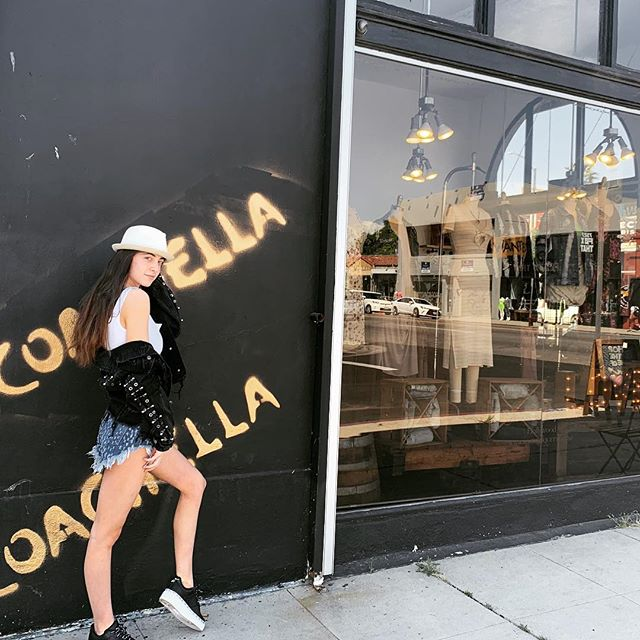 I'D RATHER BE AT COACHELLA🌻🌻#coachella2019 #rocketiquettemelrose #bohostyle #melroseavenue #rocketiquette #rocketiquettemelrose #coachellaoutfit