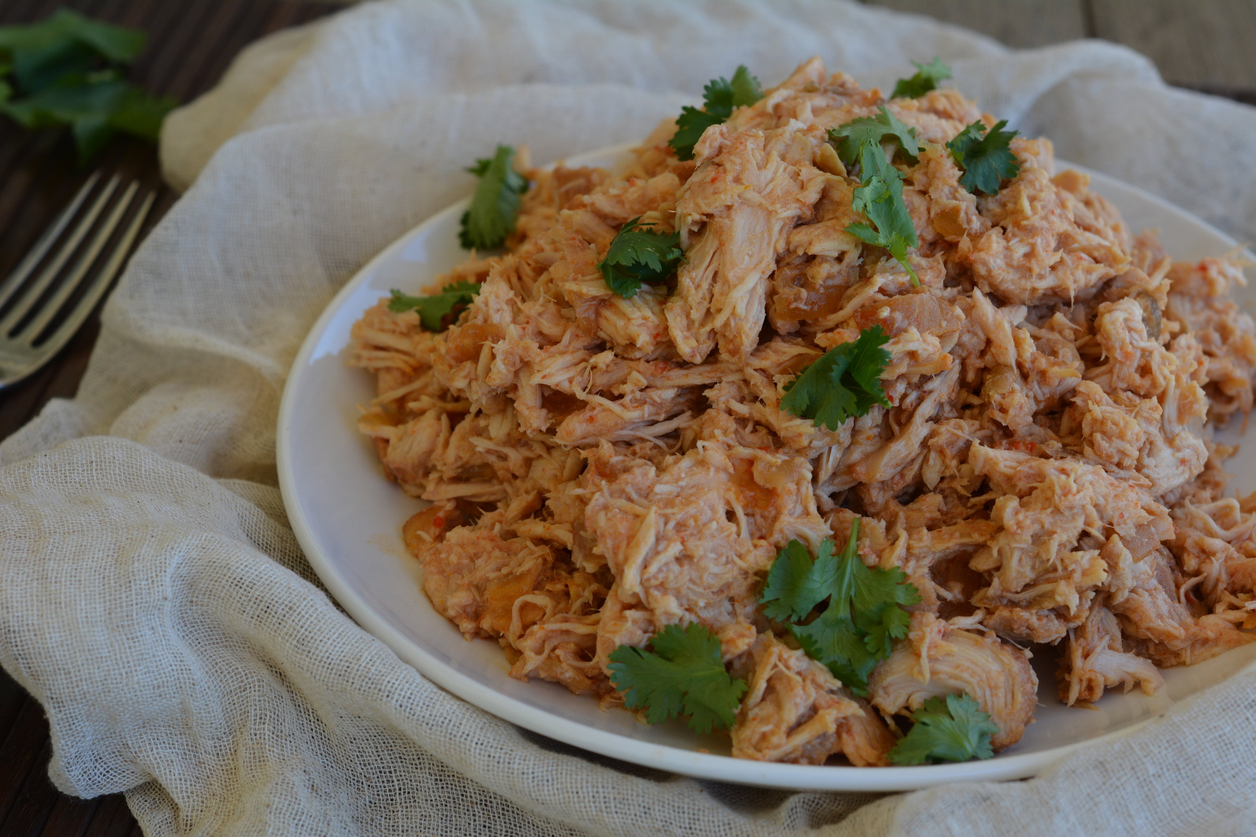 http://myactiveroots.com/blog/2016/7/6/quick-and-easy-sriracha-slow-cooker-chicken