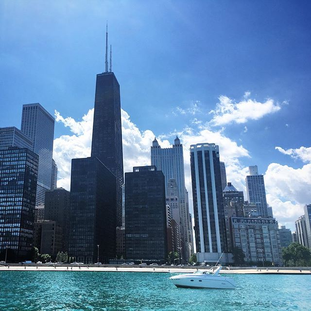 Just another beautiful day on Lake Michigan outside of Chicago. #lovethisweather #whyiseveryonecomplaining #chilife
