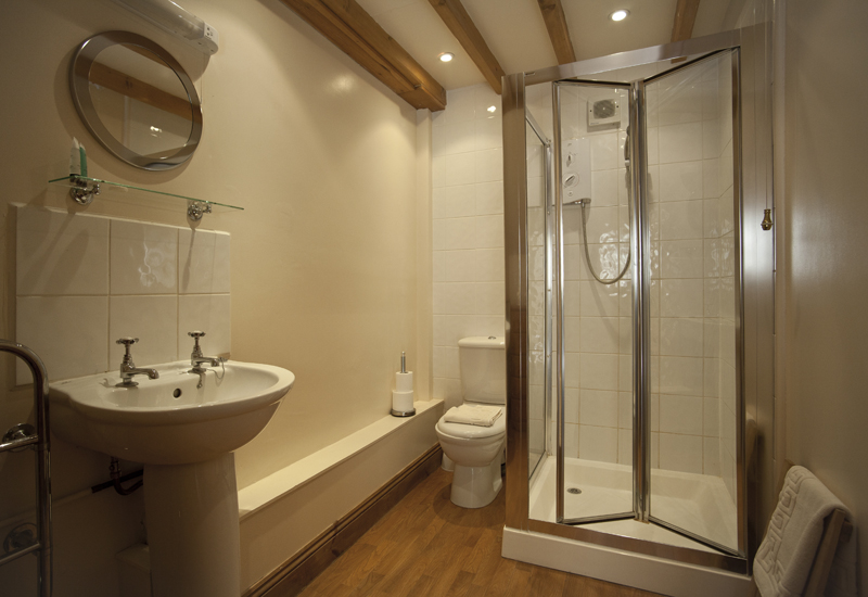 Bibury Holiday Cottages Self Catering Gloucestershire Two Double Bedrooms The Granary Bathroom