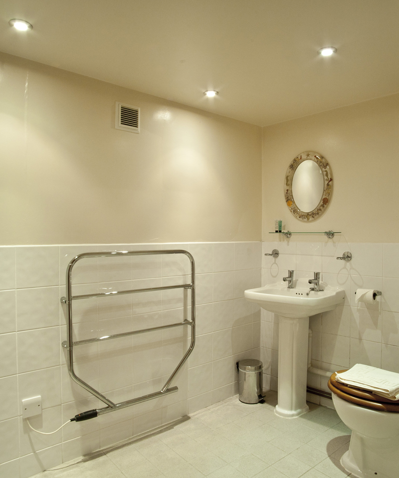Bibury Holiday Cottage Self Catering Gloucestershire Detached Home The Bakehouse Bathroom
