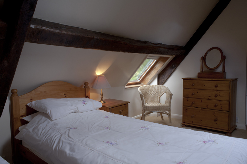 Bibury Holiday Cottage Self Catering Gloucestershire Detached Home The Bakehouse Bedroom