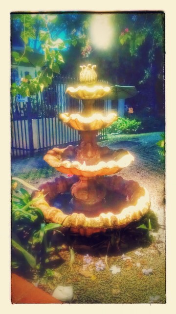 The fountain was on a timer. The owner came by and manually turned it on for us, a nice touch! Thanks to Google for the pic enhancement.