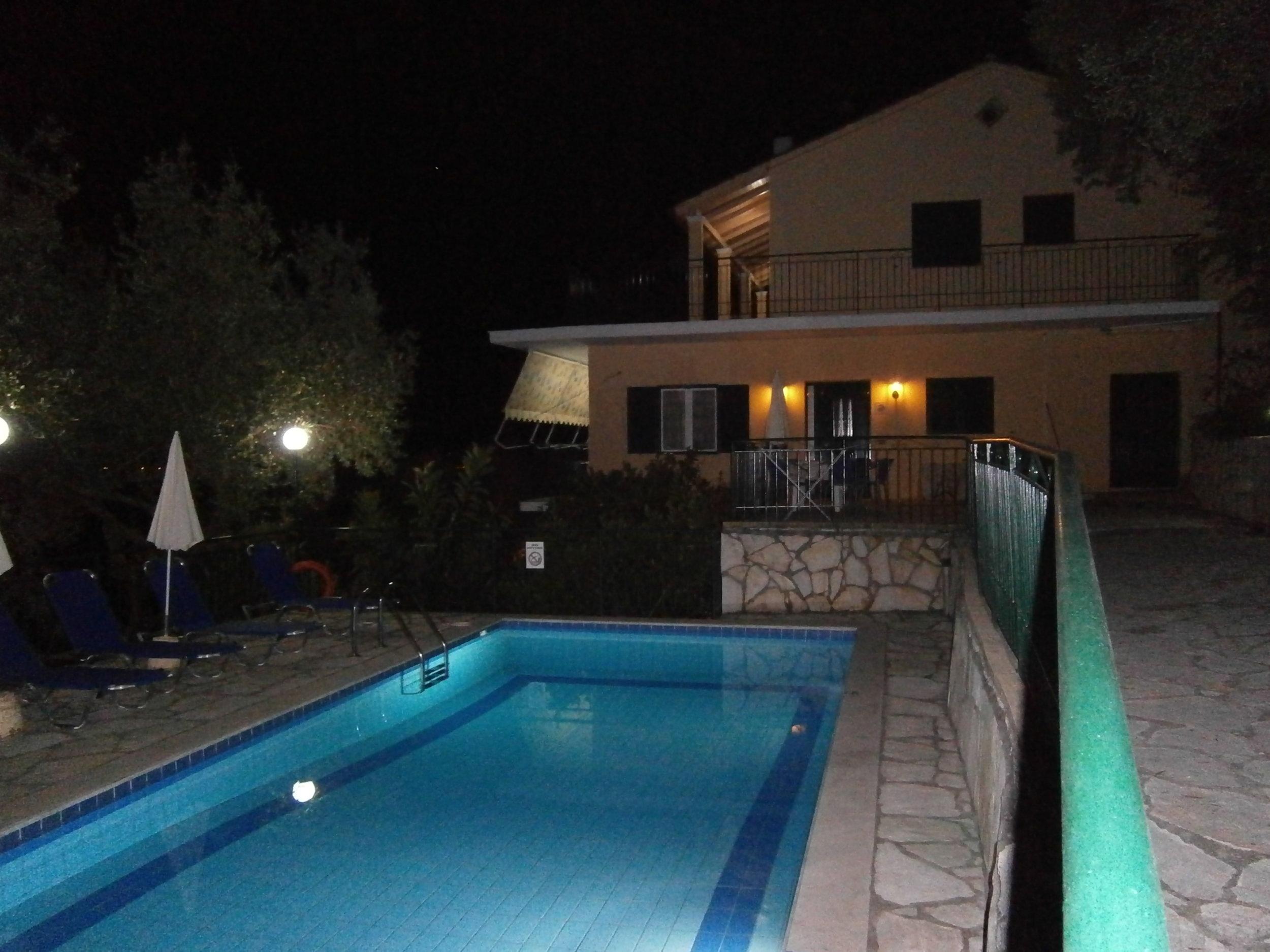 villa jacaranda -night 003.jpg