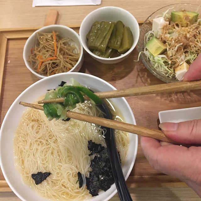 Omgosh!!! Just learnt today how to squeeze lime the right way at our favourite lunch place at isoya wan chai, the best table side like squeezing service!
