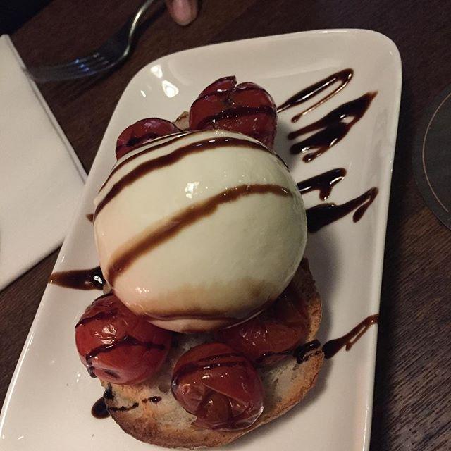 Dessert or appetizer? #vanillaicecreamorburrata #cherriesortomaotes