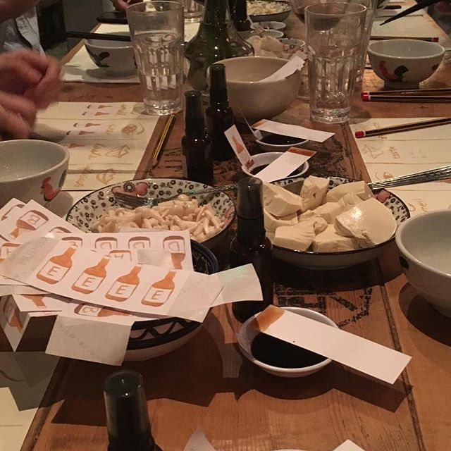 Did you know soy sauce can smell like seafood, nutty, wood and taste like the ocean, chestnut, water and malt or taste like wood? Collecting more soy sauce vocabulary at our soy sauce discovery workshop and dinner at @sohofama. Thanks @spectrapartnership for inviting us to host one of our favourite food experience to rediscover Hong Kong! #fooddesignhk #soysaucetasting #eatingdesignhk #localsoysauce #rediscoverhk