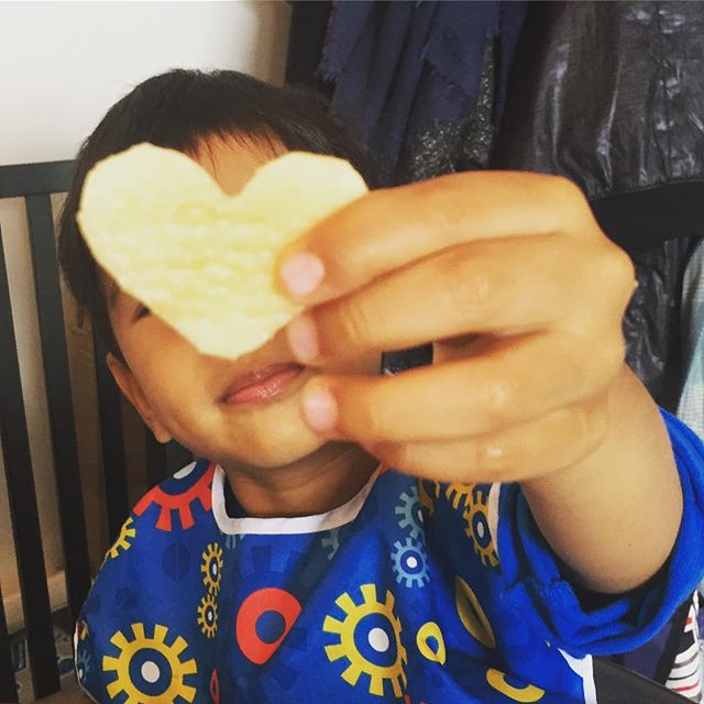 Heart shaped fruits always taste better!#cookiecutterstrickforfussyeaters #blw #iheartfruits