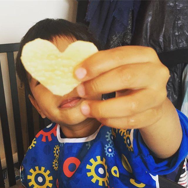 Heart shaped fruits always taste better!#cookiecutterstrickforfussyeaters #blw #iheartfruits