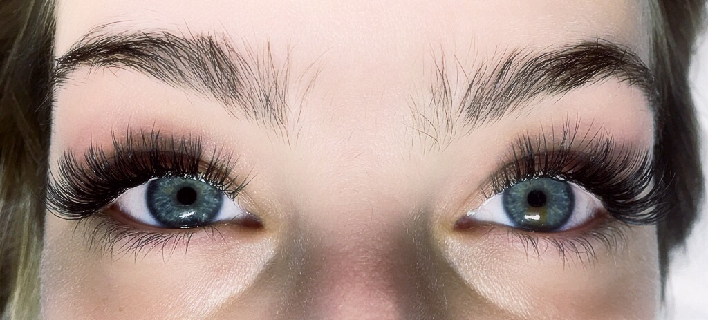 Volume Eyelash Extensions for the advanced Lash Artist