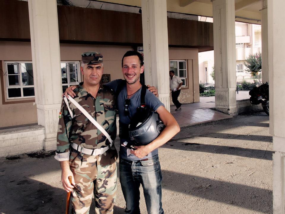Avec un officier Peshmerga, le jour de mes 30 ans, en Irak
