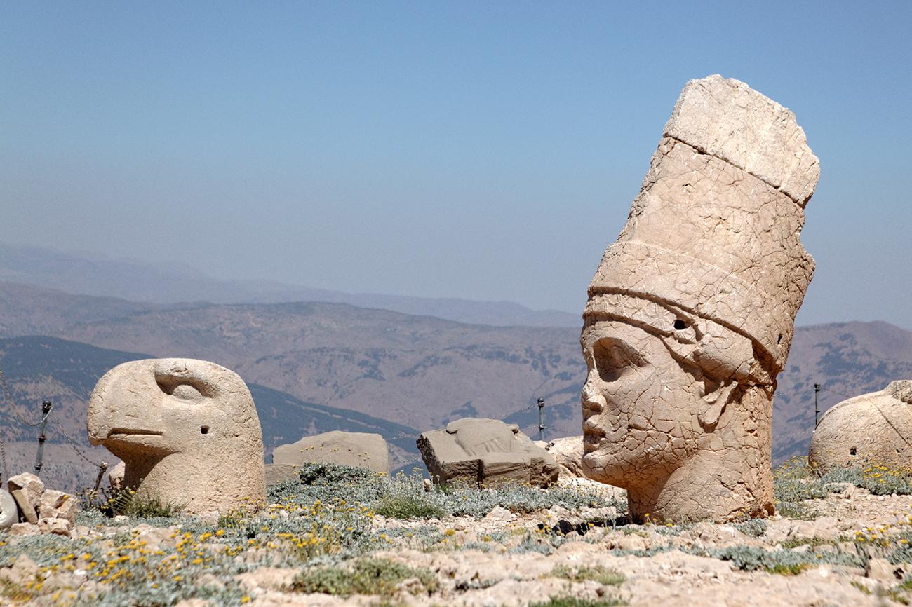 Antiochos Ier et l'aigle gardien, terrasse ouest