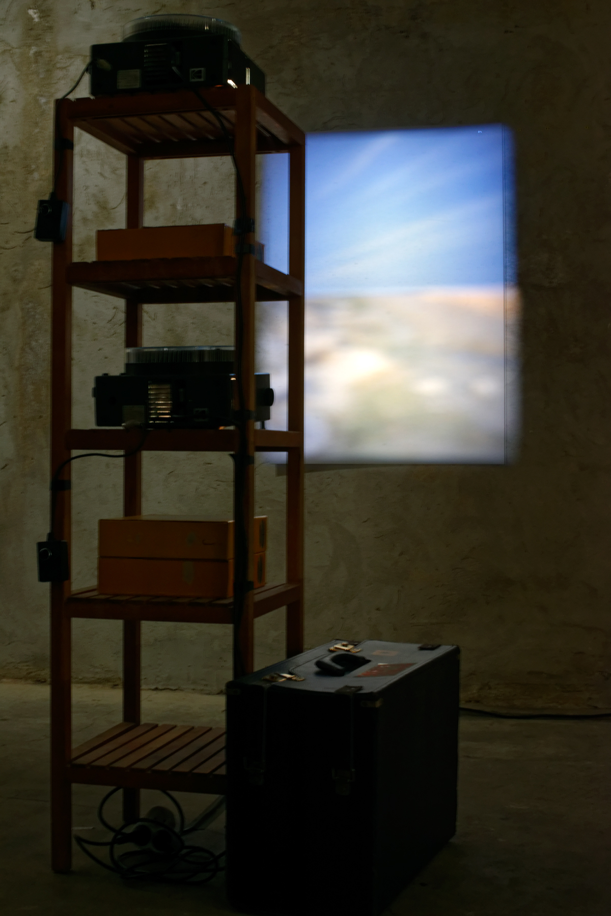 Louis-Cyprien Rials -  Horizon ( Bahreïn )  - Installation de projecteurs Kodak Carousel, timer - 2014