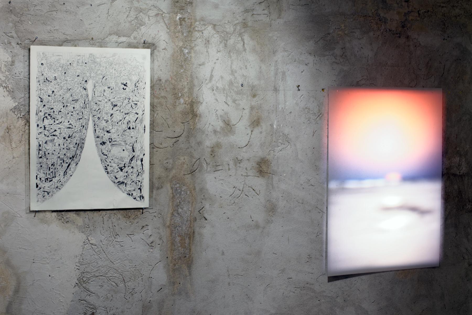 Charles-Henry de Pimodan -  tatouage  - encre de chine sur papier - 76 x 56 cm - 2016 ///// Louis-Cyprien Rials -  Horizon ( Bahreïn )  - Installation de projecteurs Kodak Carousel, timer - 2014