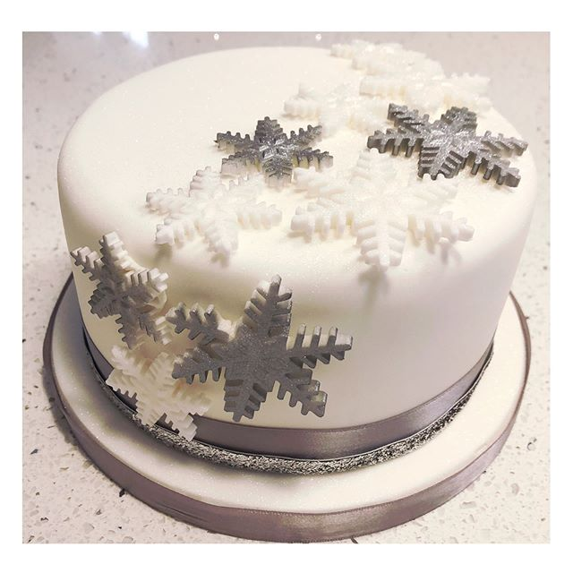 One of our Christmas cakes this year. Simple silver, white and glitter #redkitchenbakery #christmascake #fruitcake #snowflake #cake #christmas #ediblesugar #silver #glitter
