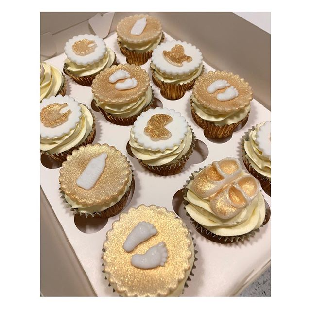 Beautiful gold and white baby shower cupcakes #babyshower #babyshowerideas #babyshowercupcakes #cakes #goldcupcakes #itsaboy #itsagirl #cupcakes #glitter #shimmer #babycakes #redkitchenbakery