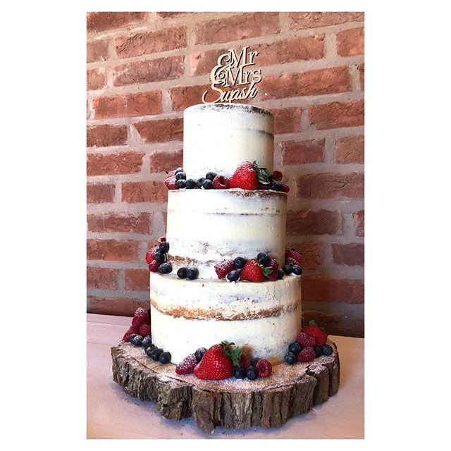 Gorgeous naked wedding cake I made for a wedding yesterday. Decorated with fresh berries and a cake topper. #weddingcake #nakedcake #nakedcakewithberries #wedding #bride #engagement #weddingplanning #weddingday #cake #redkitchenbakery #weddinginspiration