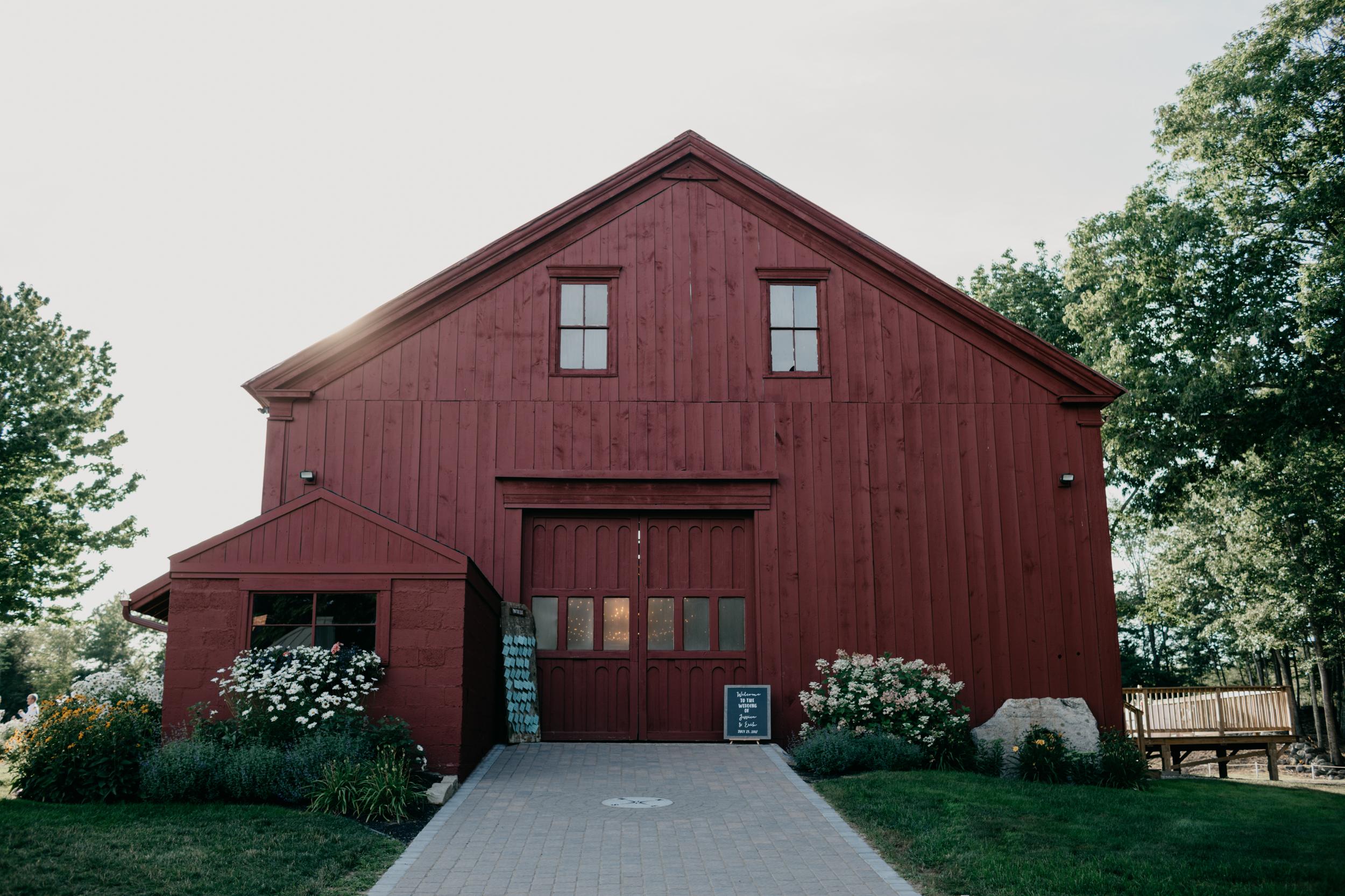 Jessie_Erik_Pownal_Maine_Wedding_William_allen_farm_038.jpg