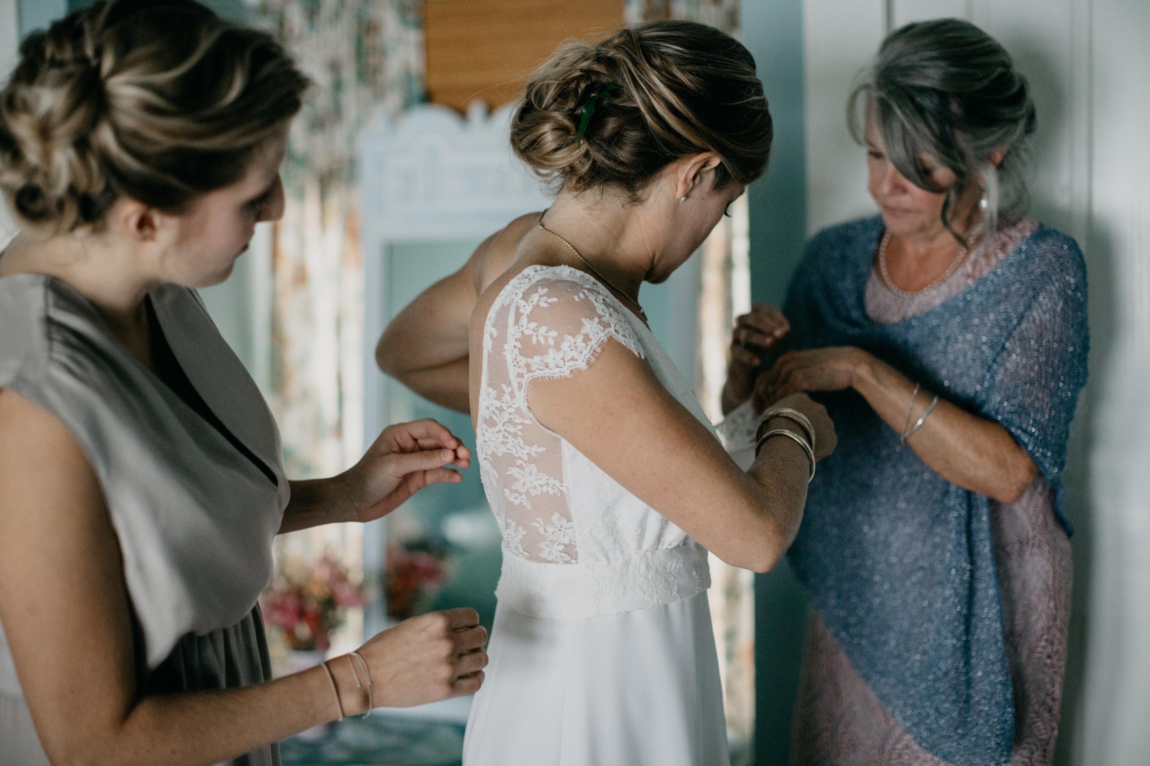 mari_luke_harpswell_Maine_rainy_backyard_wedding_007.jpg