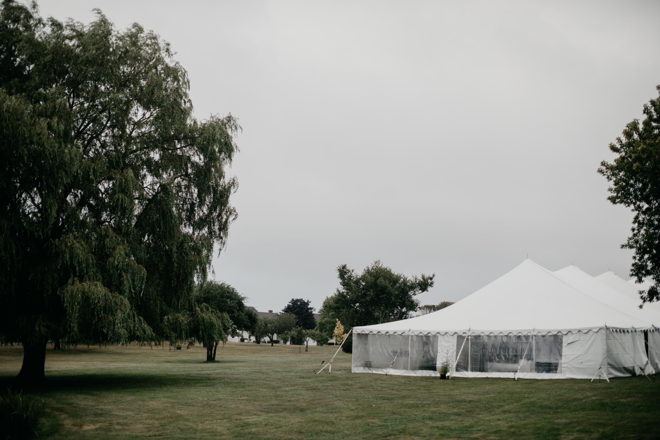 mari_luke_harpswell_Maine_rainy_backyard_wedding_029.jpg