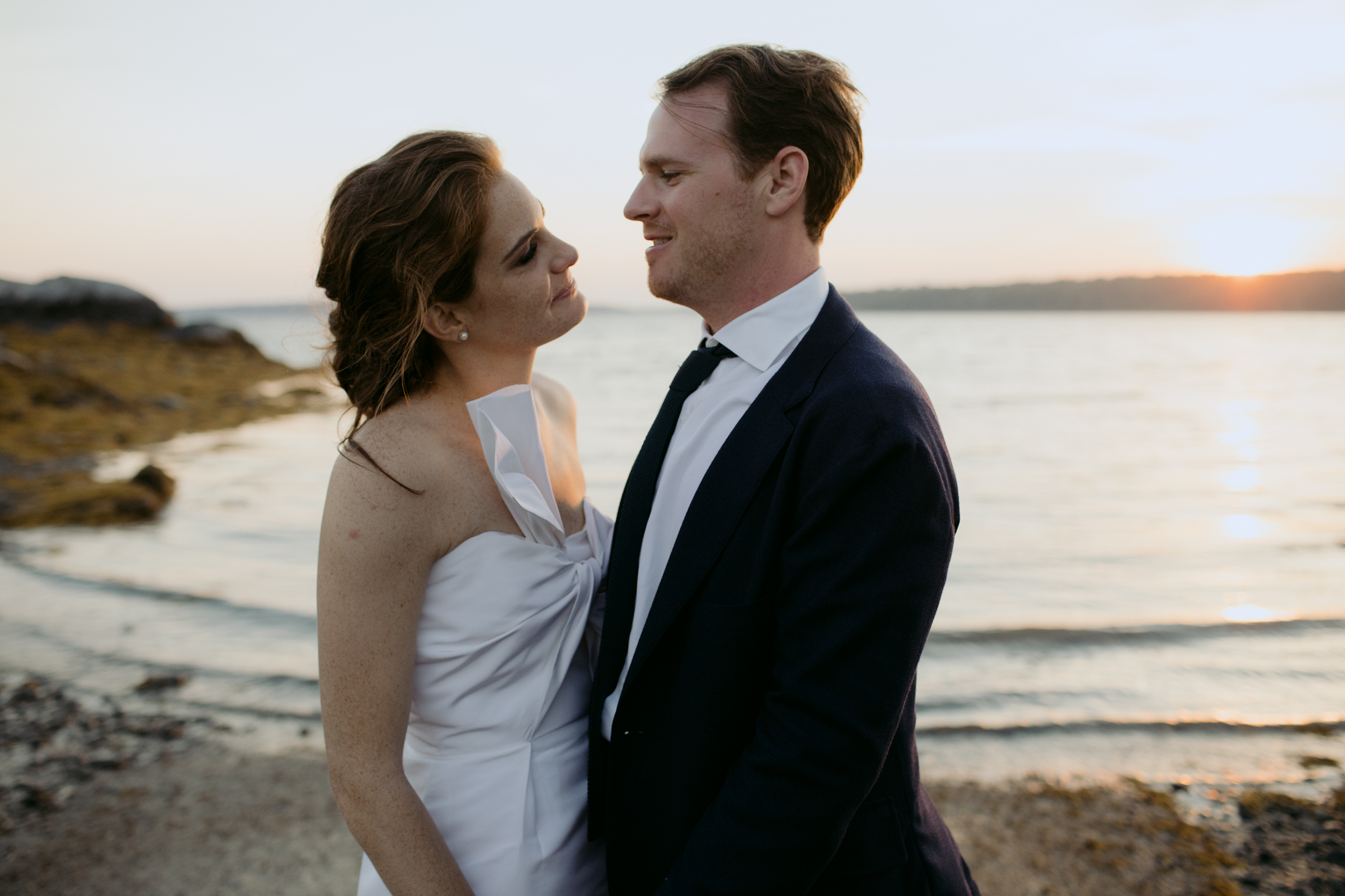 harpswell_maine_wedding_on_a_private_oceanfront_barn_leah_fisher_032.jpg