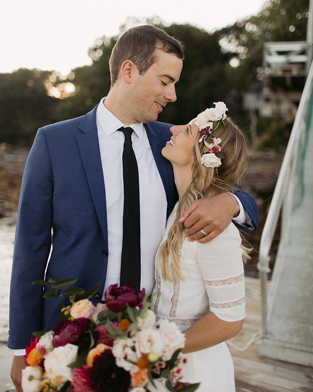 The sweetest Sunday backyard wedding. And that dress! 🖤