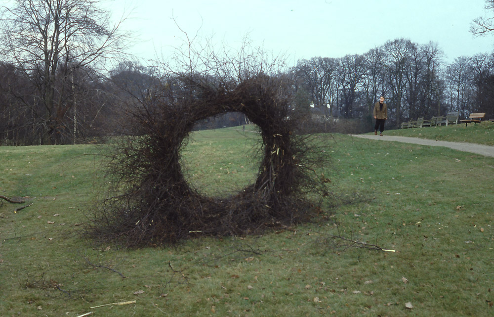 Andy Goldsworthy  ,   Woven Silve  r Birth Circle, Hampstea  d Heath, 1985