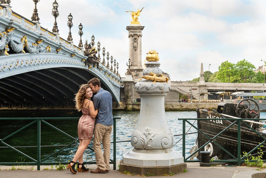 Photographer-Paris-Christian-Perona-wedding-proposal-kiss-love-Seine-quay-Alexander-III-bridge-golden-statue.jpg