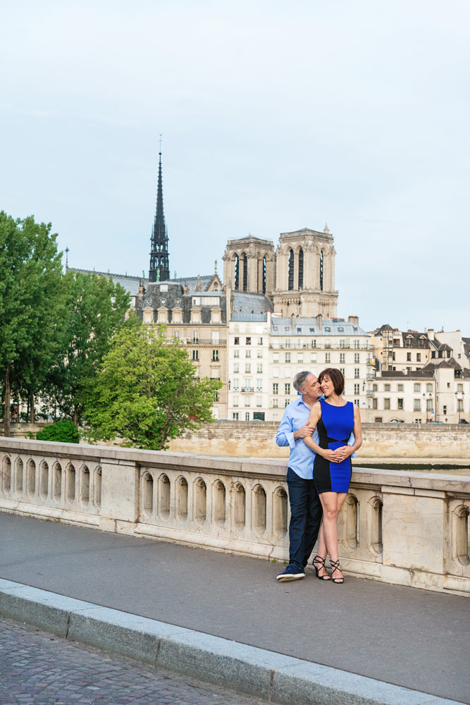 Photographer-Paris-Christian-Perona-engagement-romantic-trip-kissing-Notre-Dame-pont-Louis-Philippe-bridge.jpg