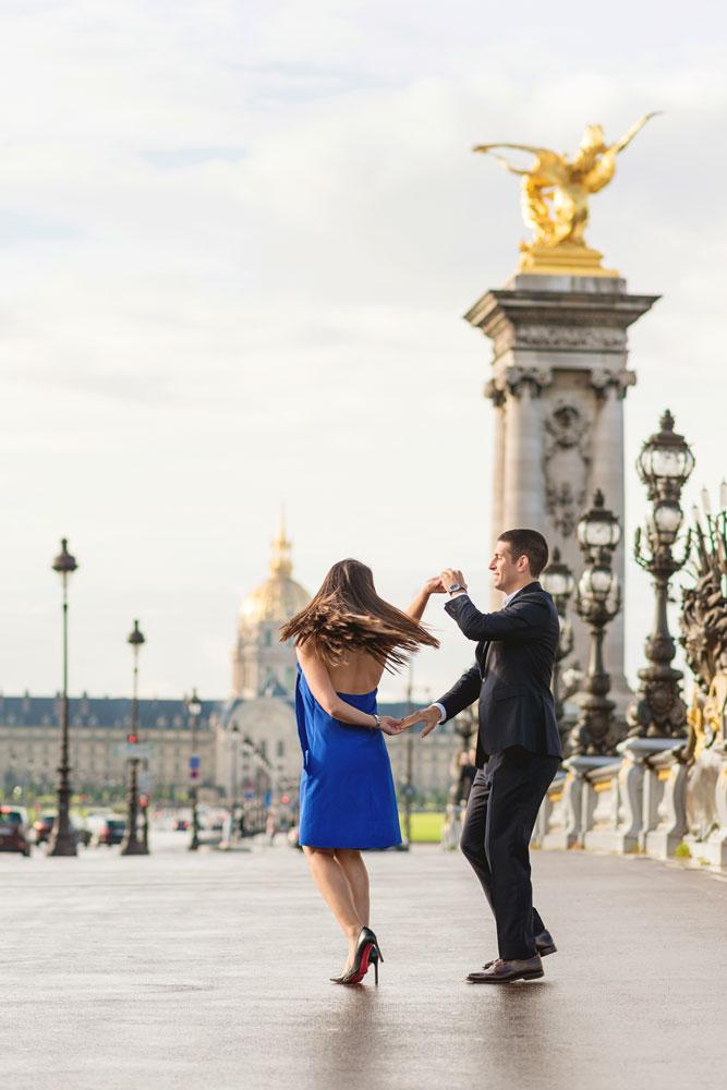 paris-photographer-christian-perona-professional-engagement-proposal-pre-wedding-portrait-seine-Alexandre-III-bridge-golden-statue-dancing-Les-Invalides.jpg