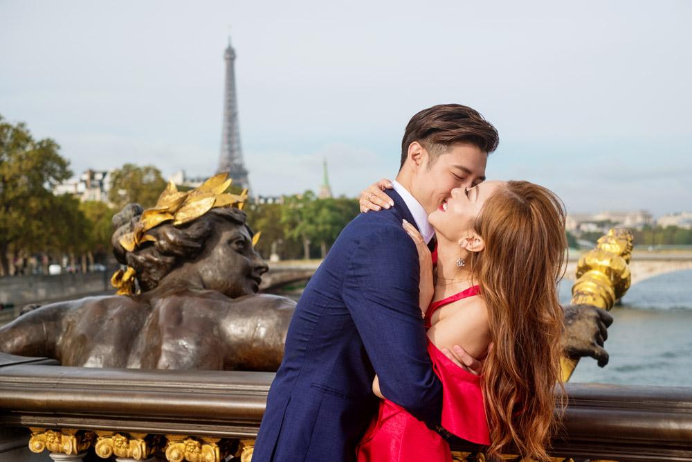 Paris-photographer-paris-for-two-Christian-Perona-engagement-Seine-quay-Alexandre-III-bridge-Eiffel-tower-kissing-kiss-red-dress-love-pre-wedding-proposal-golden-statue-best.jpg