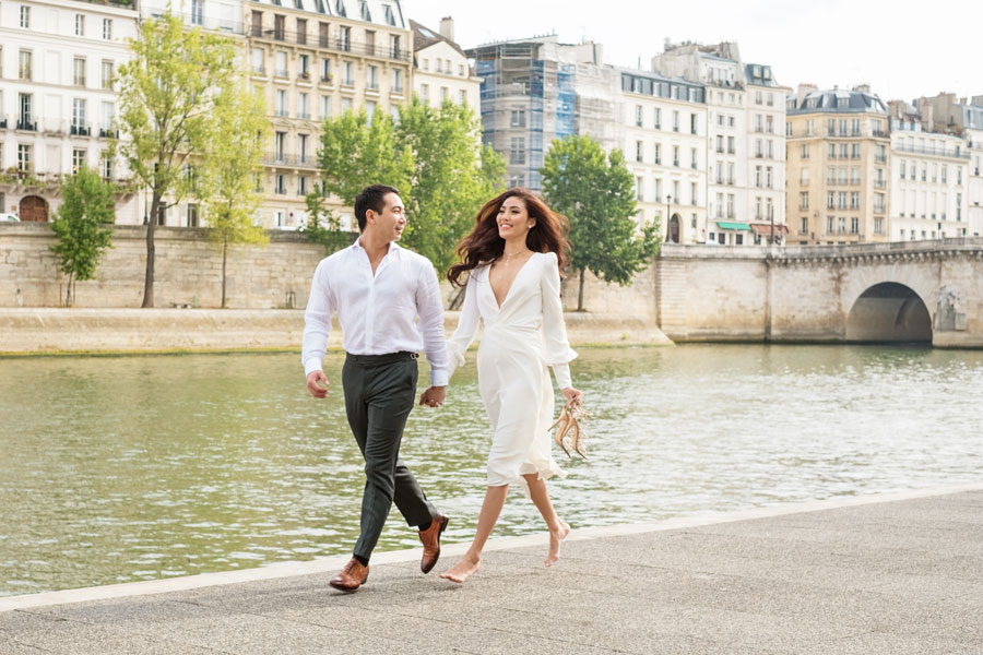 Paris-photographer-Christian-Perona-engagement-she-said-yes-Seine-quay-bridge-Tournelle-love-Notre-Dame-cathedral-running-side-by-side.jpg