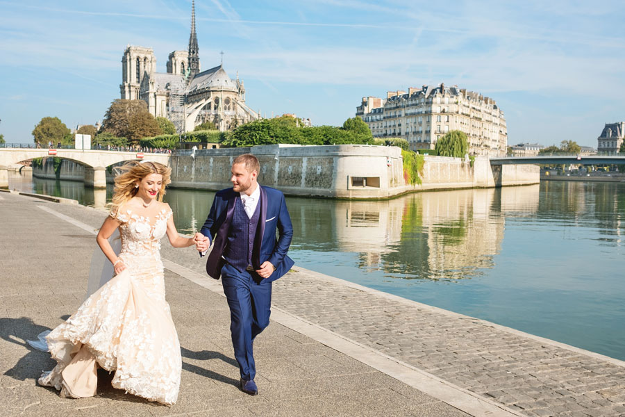 Paris-photographer-Christian-Perona-engagement-she-said-yes-Seine-quay-bridge-Tournelle-love-Notre-Dame-cathedral-wedding-dress-groom-bride.jpg