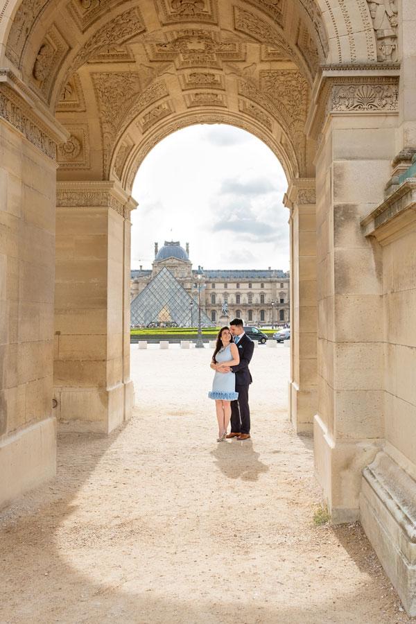 paris-photographer-christian-perona-professional-engagement-proposal-pre-wedding-portrait-tuileries-caroussel-du-louvre.jpg
