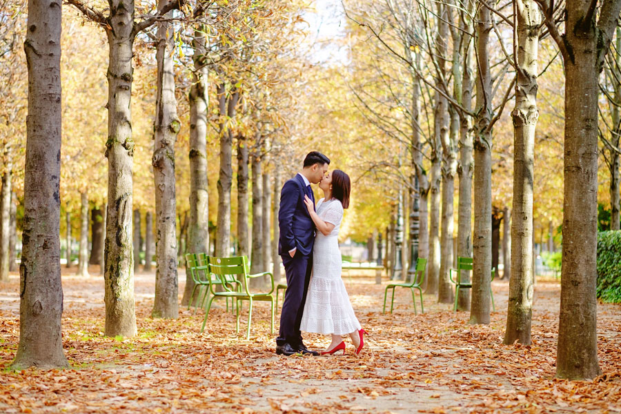 Paris-for-Two-Christian-Perona-engamement-photoshoot-Tuileries-garden-jardin-autumn-falling-leaves.jpg