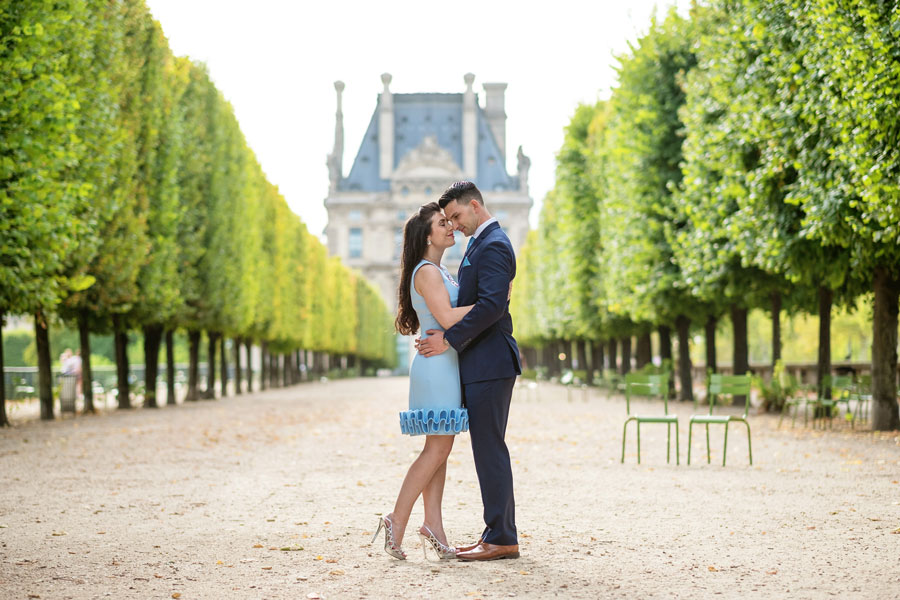 paris-photographer-christian-perona-professional-engagement-proposal-pre-wedding-portrait-tuileries-garden-alley-louvre.jpg