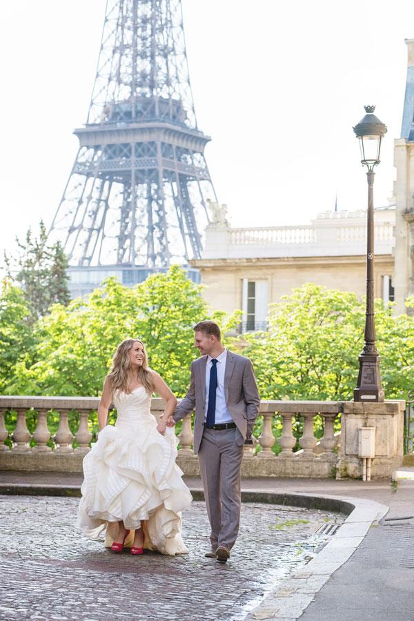 Photographer-Paris-Christian-Perona-Honeymoon-proposal-engagement-Eiffel-tower-sunrise-avenue-Camoens-cobblestones-street-9.jpg
