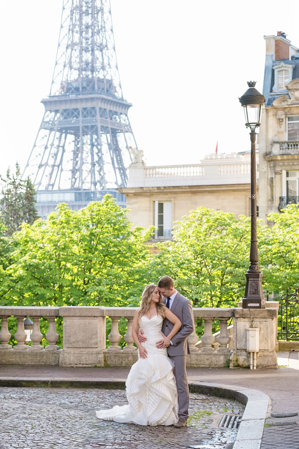 Photographer-Paris-Christian-Perona-Honeymoon-proposal-engagement-Eiffel-tower-sunrise-avenue-Camoens-cobblestones-street-10.jpg
