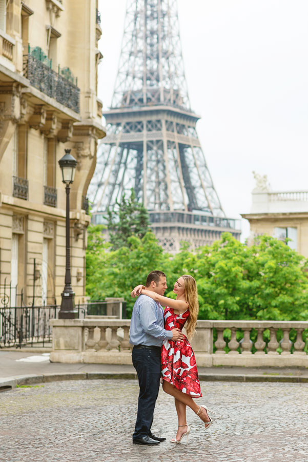 Photographer-Paris-Christian-Perona-Honeymoon-proposal-engagement-Eiffel-tower-sunrise-avenue-Camoens-cobblestones-street-2.jpg