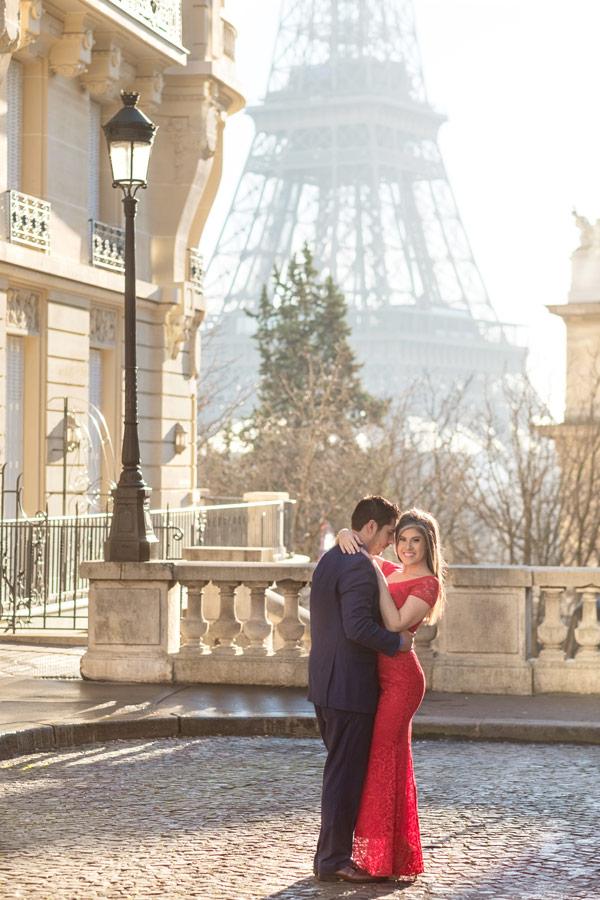 Photographer-Paris-Christian-Perona-Honeymoon-proposal-engagement-Eiffel-tower-sunrise-avenue-Camoens-cobblestones-street-21.jpg