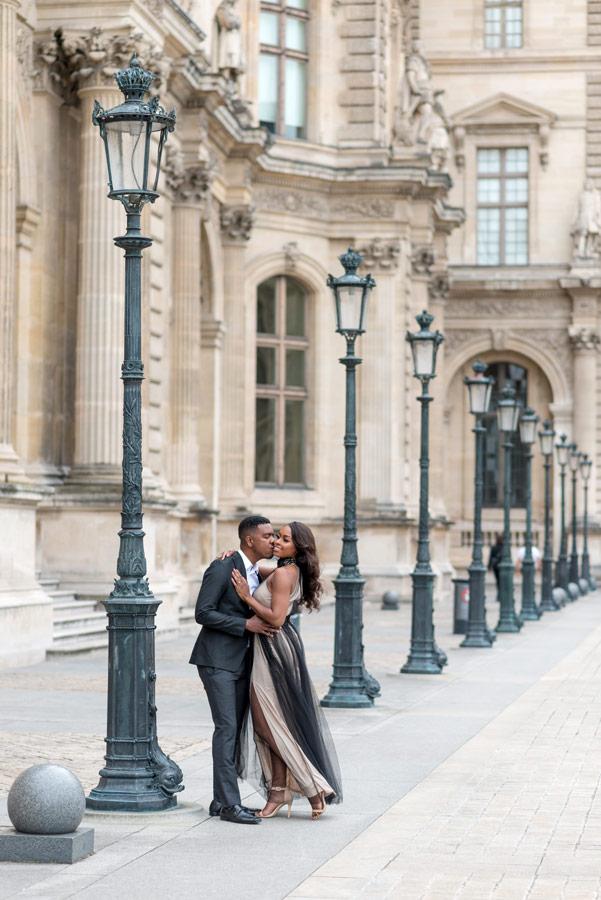 Paris-for-Two-Christian-Perona-Louvre-Museum-Musee-Paris-photographer-proposal-engagement-pre-wedding-honeymoon-love-romantic-lamps-black-power.jpg