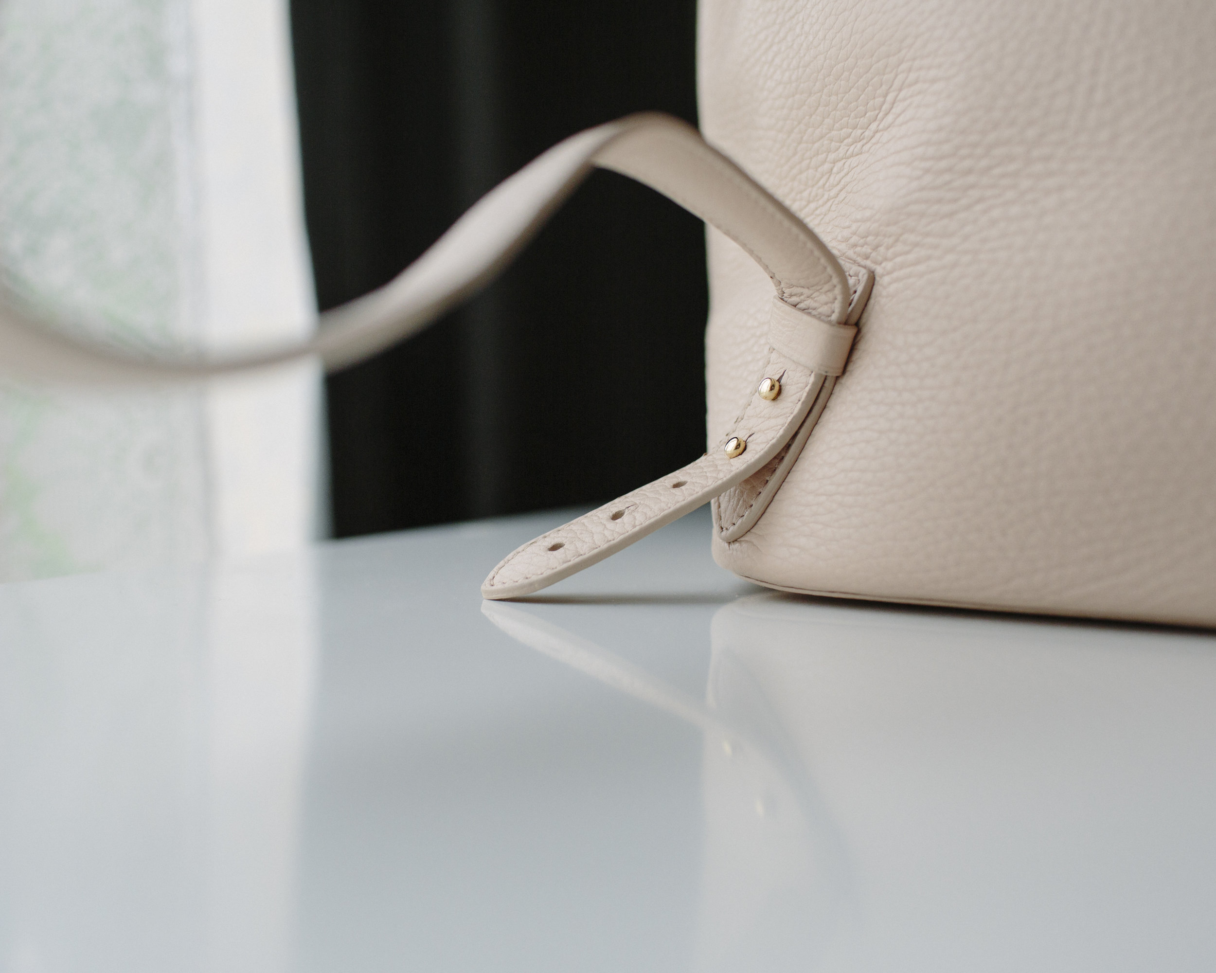 Adjustable straps.